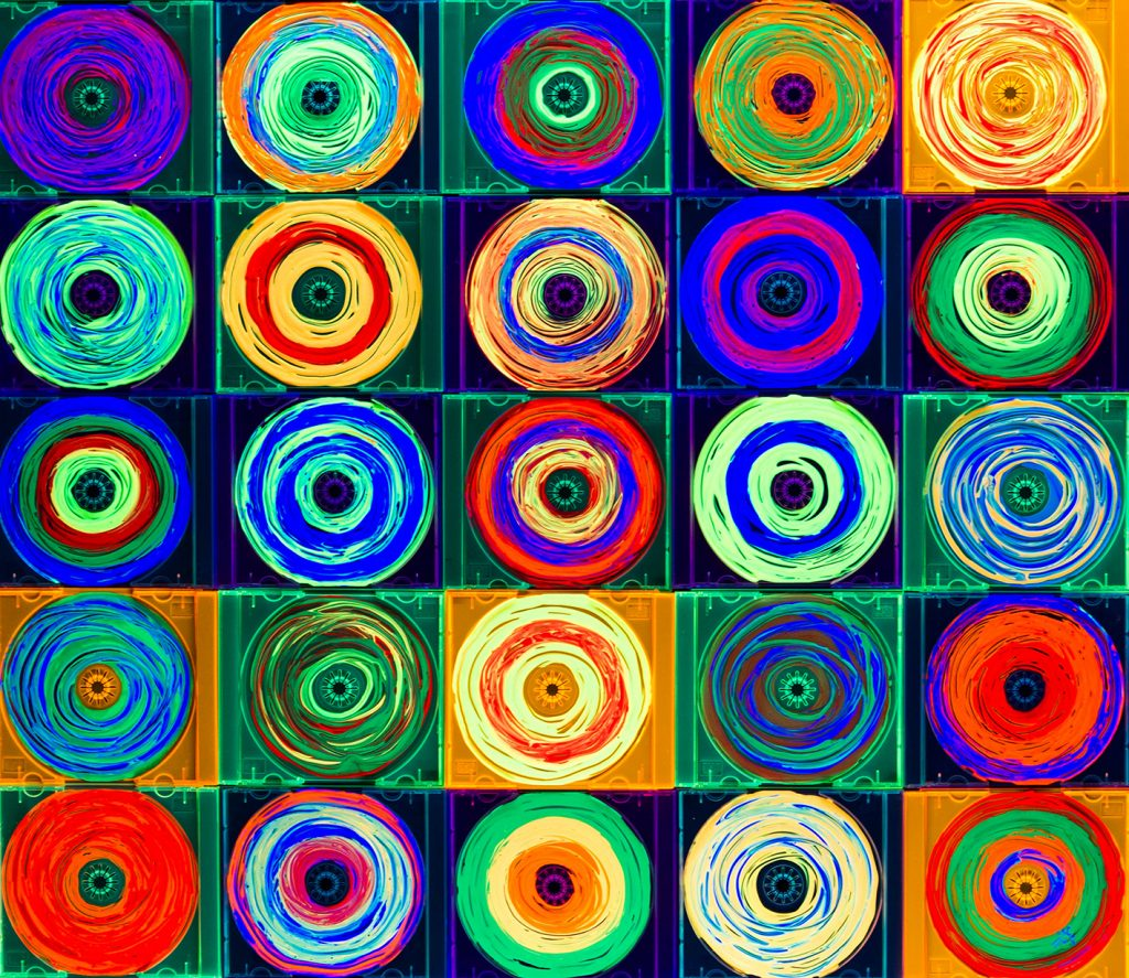 CDs-fluorescentes-Vicky-Casellas-2-copia